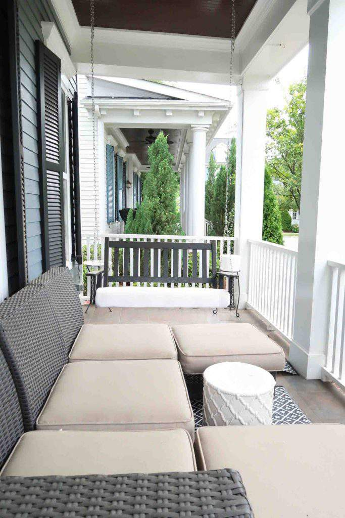Porch before coastal makeover_Porch Daydreamer