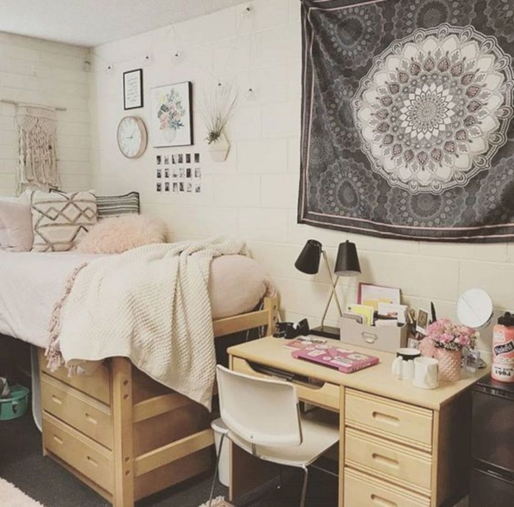 Decorating a dorm room for 200 or less porch daydreamer - Dorm room bedding ideas ...