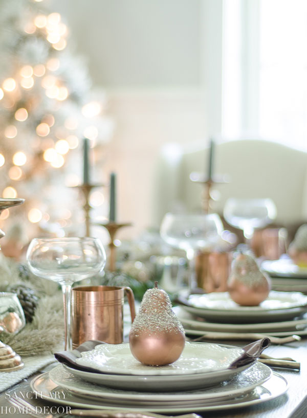 Christmas+Table+Setting+with+Garland+and+Copper+Accents-2