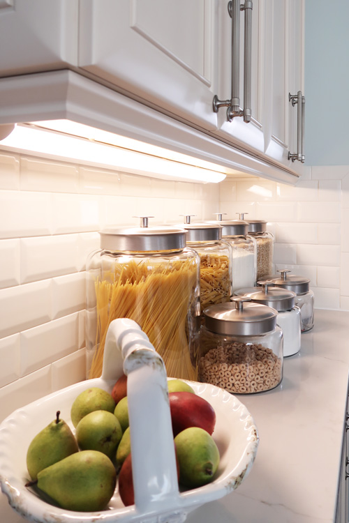side-angle-of-led-light-fixture-under-kitchen-cabinet