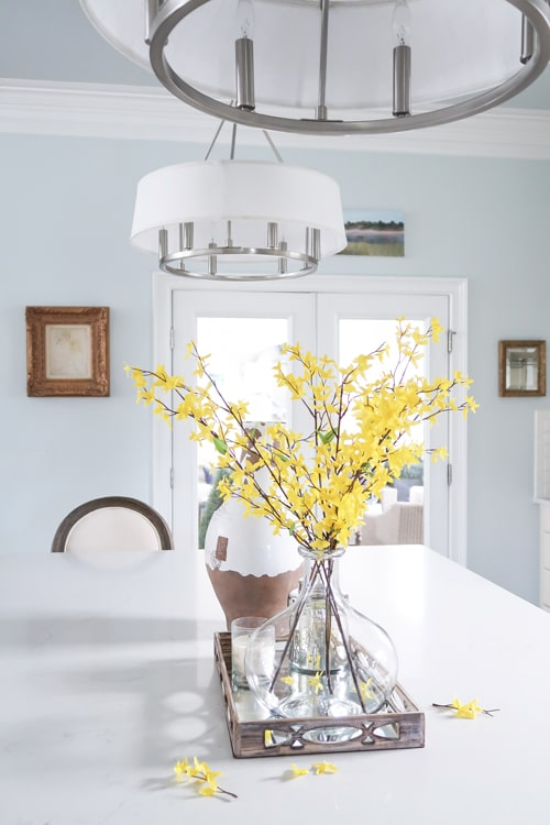 pendants-over-kitchen-island-hung-above-line-of-sight