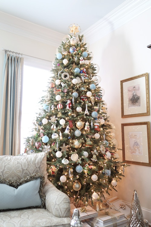 close-up-family-room-christmas-tree