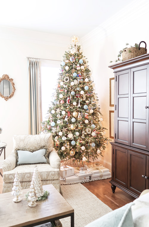 close-up-of-family-room-christmas-tree