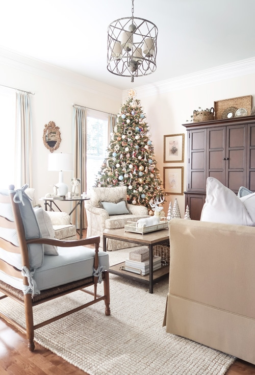 ooking-into-family-room-at-christmas-tree-in-corner